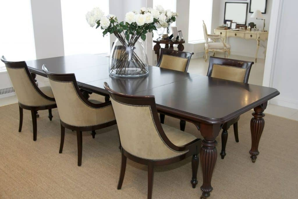 clutter free dining room table