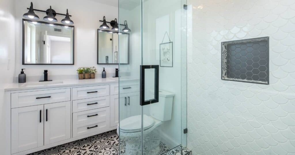 black and white bathroom that's sparkling clean after a deep cleaning