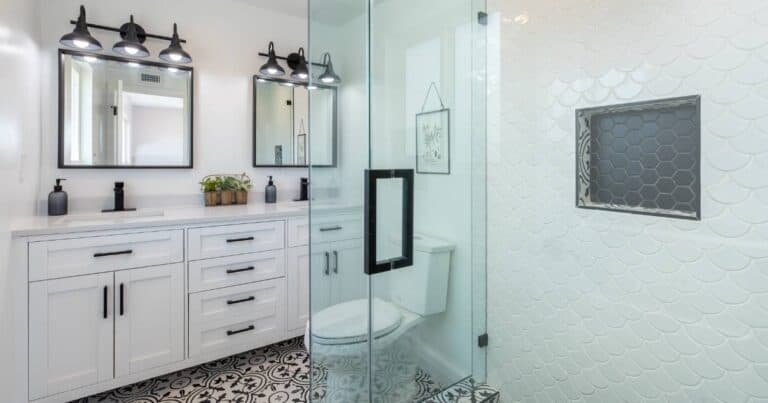 How to Efficiently Deep Clean Your Bathroom: a Step By Step Checklist